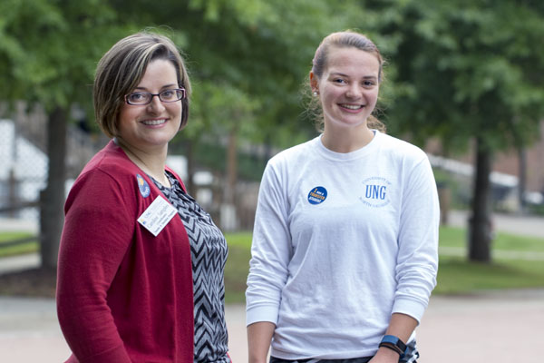 Caroline Samples, a coordinator of Transfer and Transition Programs and Orientation and Transition Programs, helps students such as Madison Barber, who transferred from a college in Pennsylvania to the University of North Georgia (UNG) this fall.