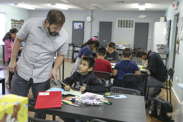 Casper Drive Mobile Literacy Clinic adds hands-on science lesson