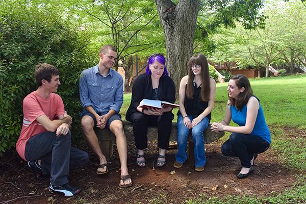 Chemistry professor Tomlinson wins national Outstanding Mentorship Award