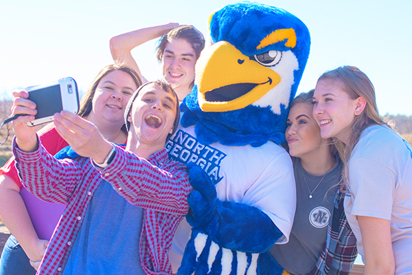 Nigel and students taking selfie together at orientation session.